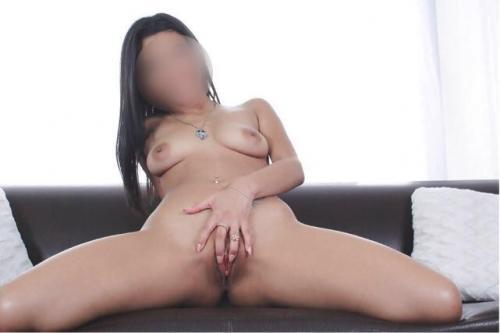 Belle brune latina
