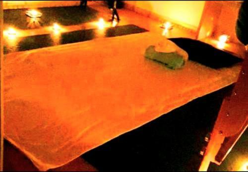 Massage tantrique PRÉLIMINAIRES,Larrisa